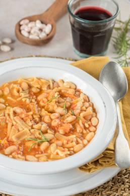 Foto pasta fagioli ricetta De Cecco vino