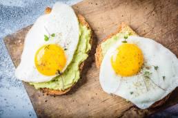 avocado toast uova